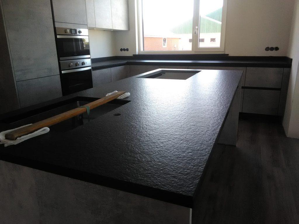 Prachtig zwart keukenblad